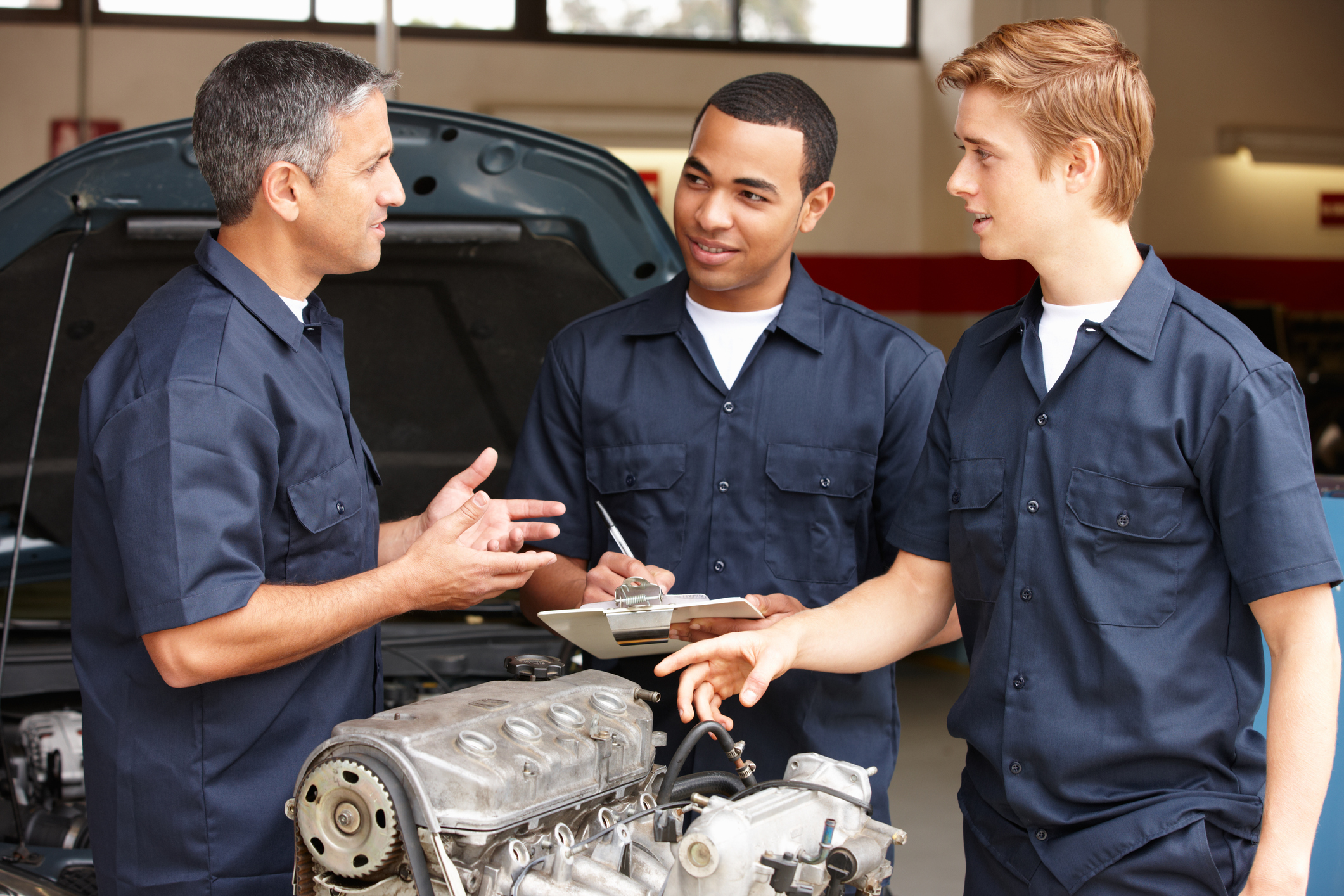 Mechanics diagnosing transmission